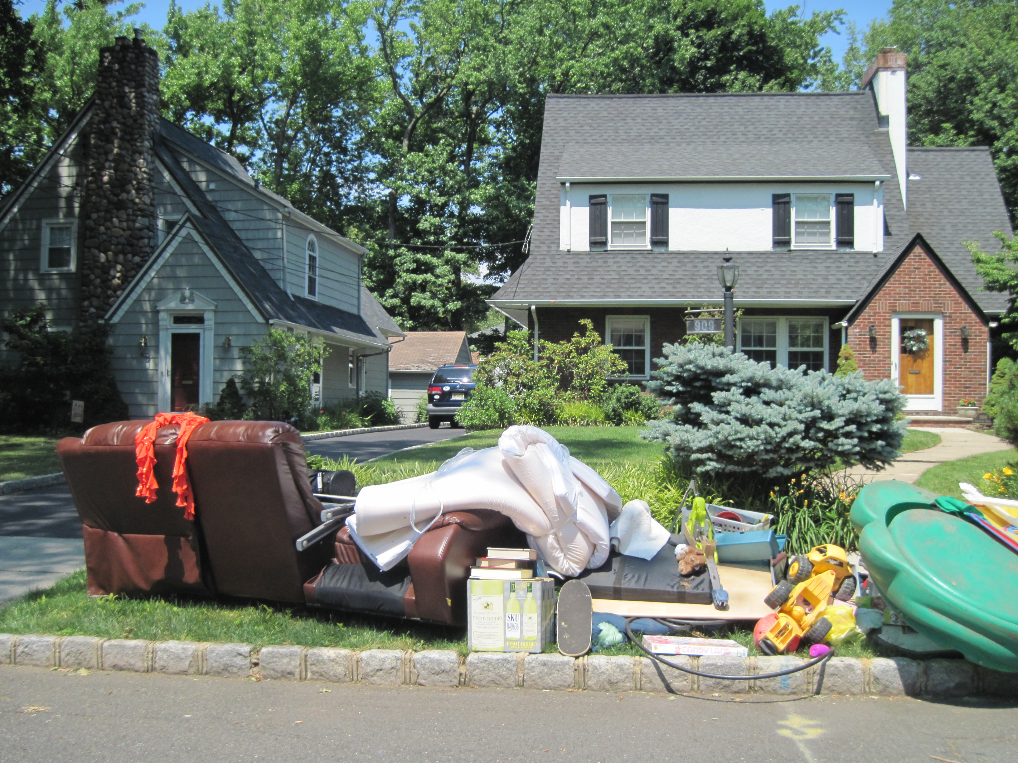 Cleaning Up Your House With Trash Collection Services